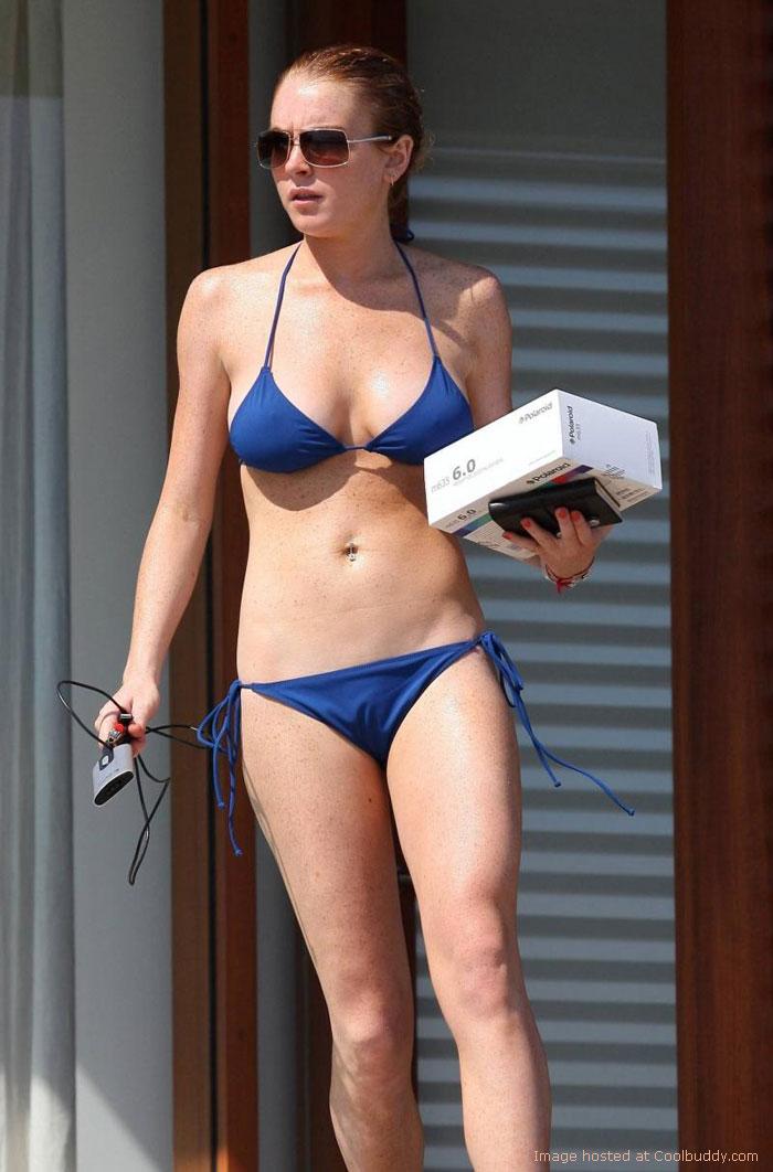 Lindsay Lohan als blaue Badenixe in Brasilien